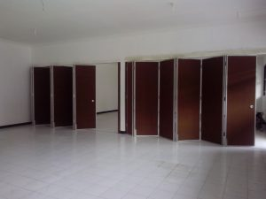 pintu partisi ruangan