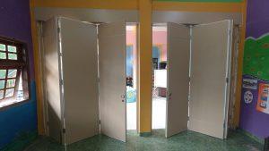 pintu lipat partisi ruangan