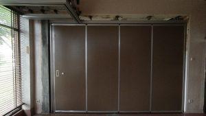 pintu penyekat